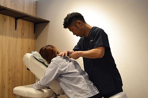 県内では珍しい施術効果の高い矯正器具を使用して、体に負担をかけずに筋肉や関節を整えます